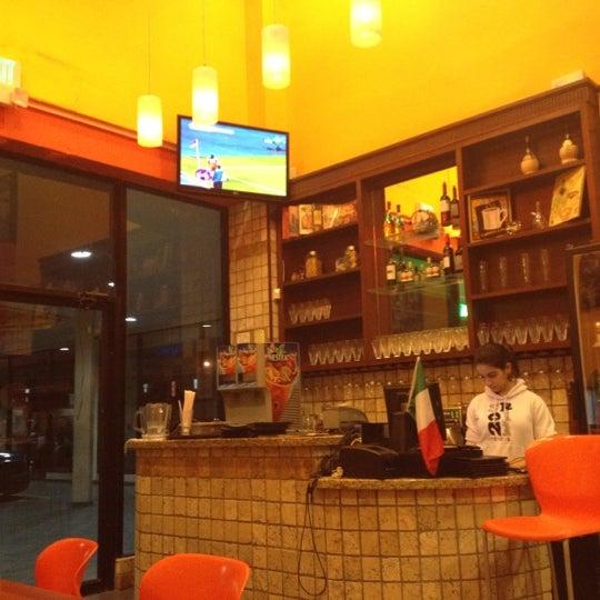 Foto tomada en Da Noi Pizzeria Ristorante por Heissel C. el 3/3/2012