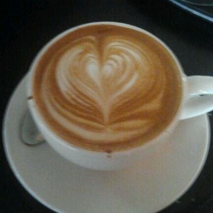 Das Foto wurde bei Lenox Coffee von Nadia am 4/14/2012 aufgenommen