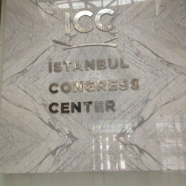 Das Foto wurde bei İstanbul Kongre Merkezi von Ceren Ö. am 3/17/2013 aufgenommen