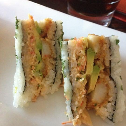 Foto tirada no(a) Obba Sushi & More por Tatiana K. em 11/18/2012