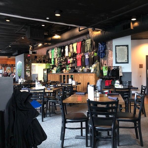 รูปภาพถ่ายที่ Hop Valley Brewing Co. โดย Jeff H. เมื่อ 4/8/2019