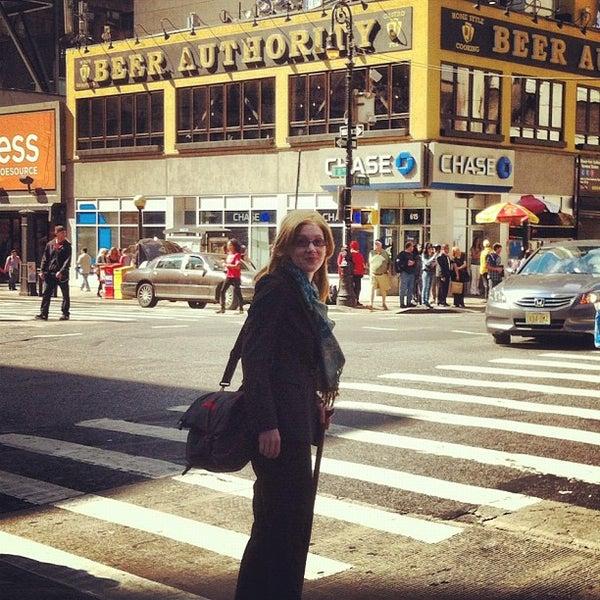 Foto diambil di Beer Authority NYC oleh Maria A. pada 9/30/2012