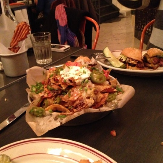 10/13/2012 tarihinde Amelia C.ziyaretçi tarafından LT Bar & Grill'de çekilen fotoğraf