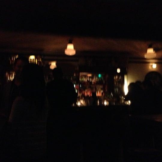 Foto tirada no(a) Oldfield's Liquor Room por Charles K. em 11/18/2012