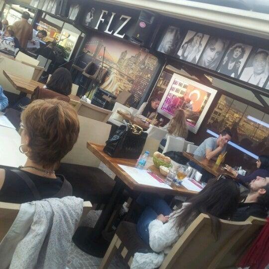 10/28/2012 tarihinde Ali B.ziyaretçi tarafından Flz Cafe & Restaurant'de çekilen fotoğraf