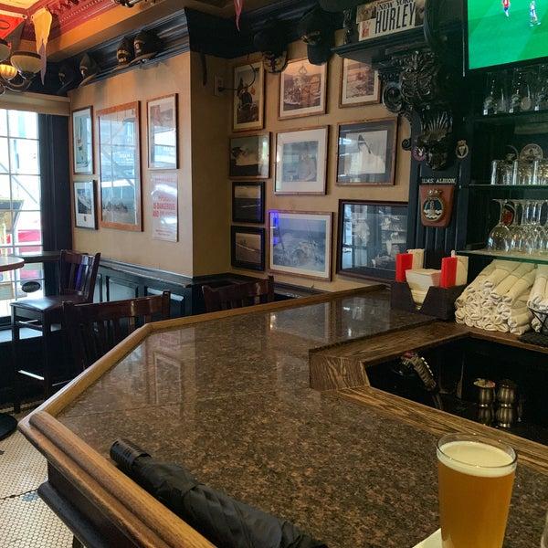 Foto tomada en Hurley's Saloon por Betty A. el 6/16/2019