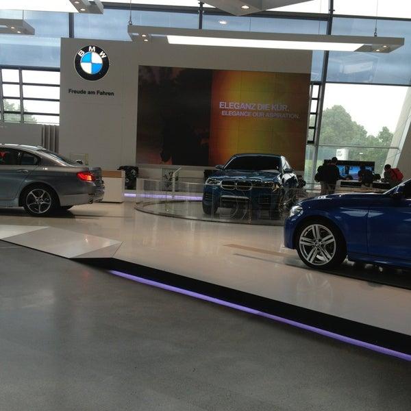 Foto tirada no(a) BMW Welt por Marie B. em 6/24/2013
