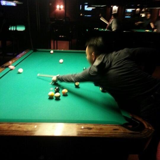 Foto tomada en Society Billiards + Bar por JayMarie C. el 1/27/2013