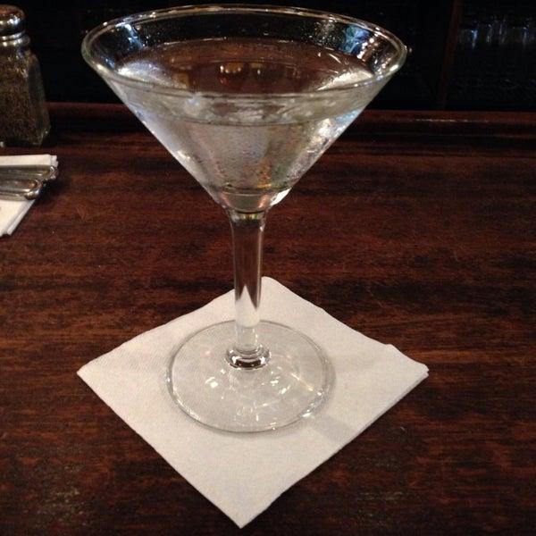 Das Foto wurde bei Luke's Bar & Grill von JayMarie C. am 10/13/2013 aufgenommen