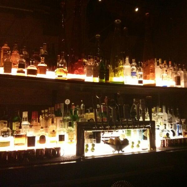 Foto diambil di The Glendon Bar & Kitchen oleh Roger S. pada 8/21/2014