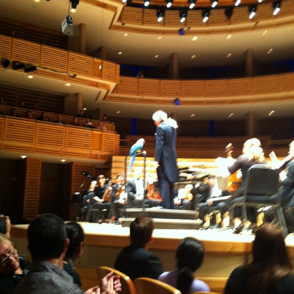 Foto tirada no(a) Adrienne Arsht Center for the Performing Arts por Zahara M. em 1/21/2013