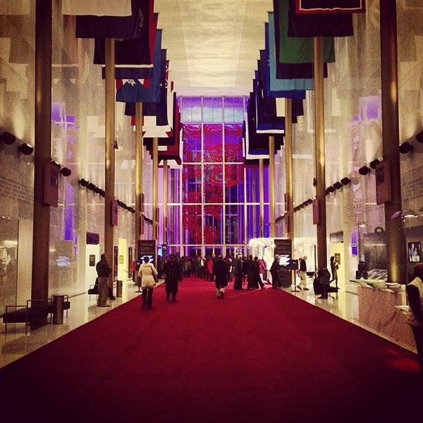 12/22/2012 tarihinde John N.ziyaretçi tarafından The John F. Kennedy Center for the Performing Arts'de çekilen fotoğraf