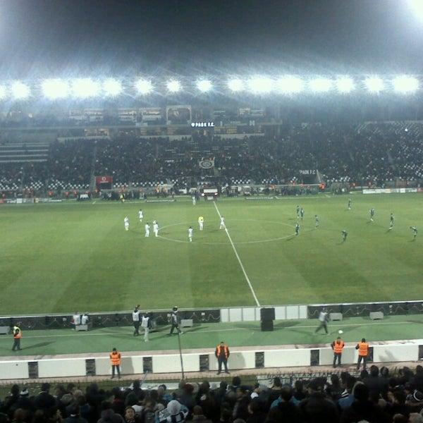 รูปภาพถ่ายที่ Toumba Stadium โดย Spyros K. เมื่อ 3/17/2013
