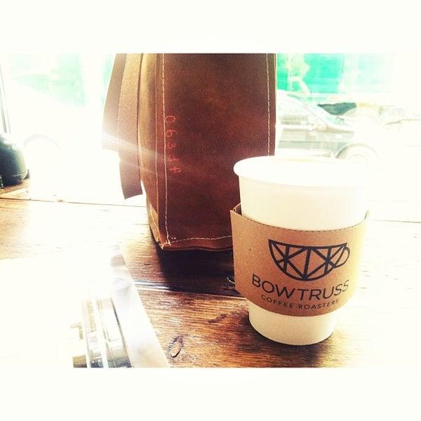 Foto tirada no(a) Bow Truss Coffee por Kathryn T. em 6/14/2013