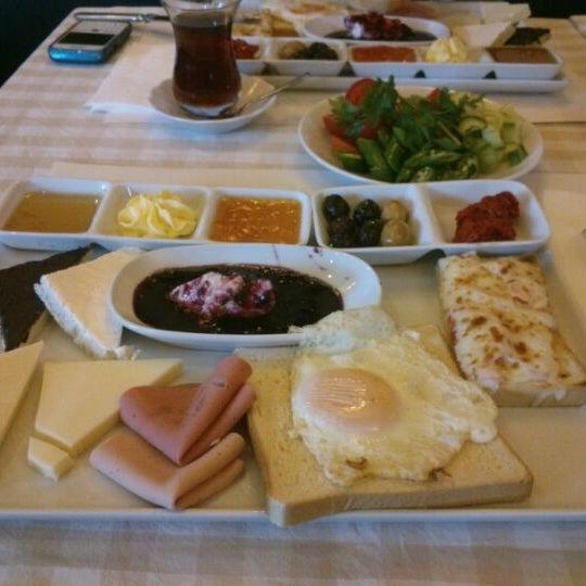 Das Foto wurde bei La Folie Güzelyalı von Sabiha A. am 1/6/2013 aufgenommen