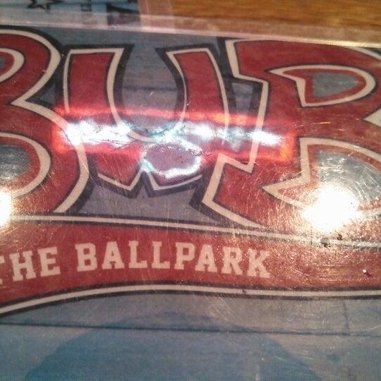 รูปภาพถ่ายที่ Bub's at the Ballpark โดย Marcos V. เมื่อ 4/25/2013
