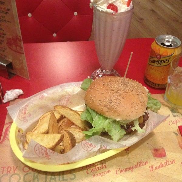 Foto scattata a Bernie's Diner da Lars Tormod H. il 12/25/2012