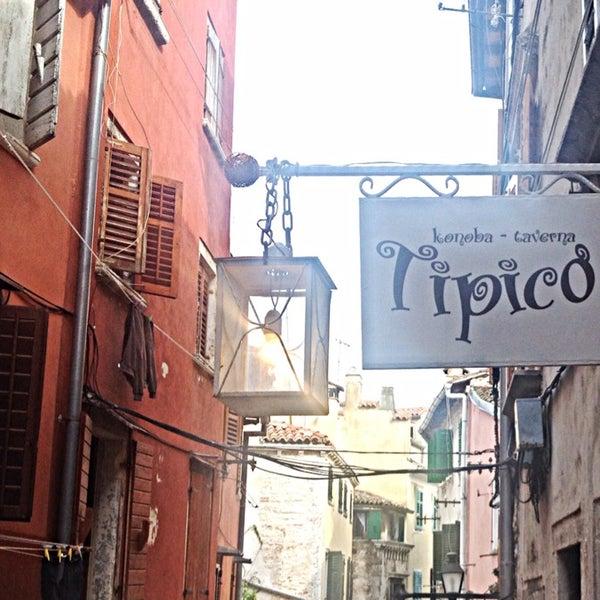 Photo prise au Tipico Old Town par Klara K. le4/13/2014