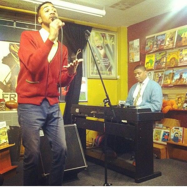 Foto scattata a Sankofa Books & Video da Gregory T. il 2/25/2013