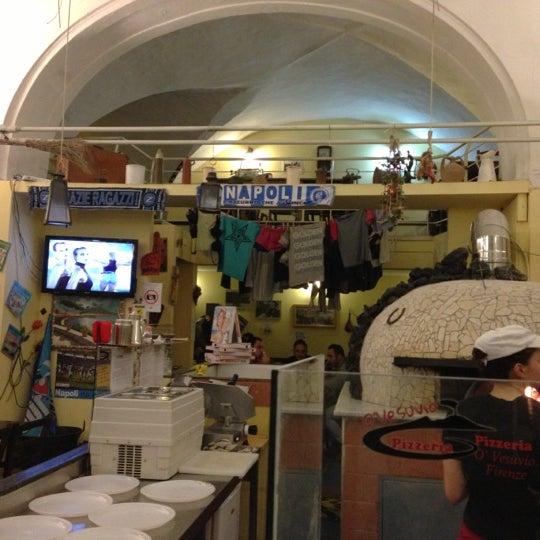 Foto tomada en Pizzeria O' Vesuvio Napoletana Forno Legna por Alexander M. el 11/9/2012