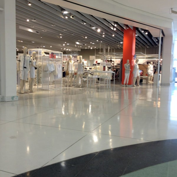 รูปภาพถ่ายที่ Shopping Park Europeu โดย Ademar J. เมื่อ 12/26/2012