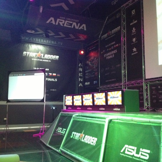 10/31/2012 tarihinde Gleb T.ziyaretçi tarafından Киберcпорт Арена'de çekilen fotoğraf