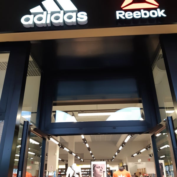 huge selection of 54196 6305e Adidas Factory Outlets - Negozio di articoli sportivi in ...