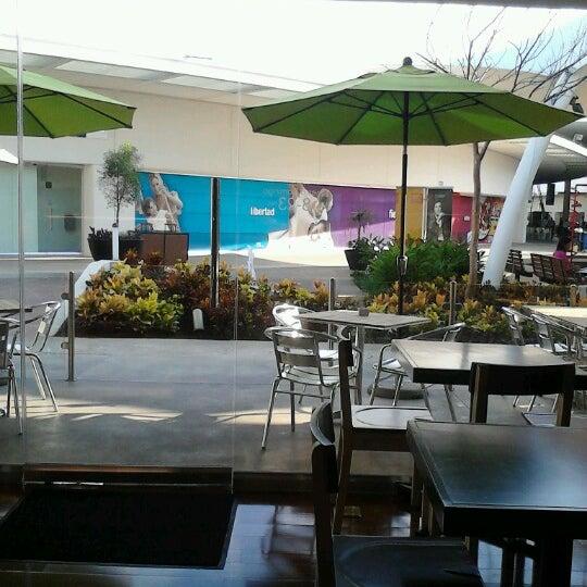 Снимок сделан в T|Bar пользователем Marcela R. 11/3/2012