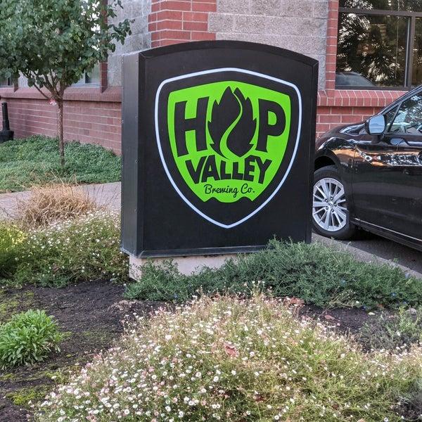รูปภาพถ่ายที่ Hop Valley Brewing Co. โดย Gary M. เมื่อ 9/25/2020