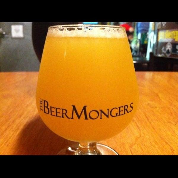 Photo prise au The BeerMongers par Sascha W. le8/18/2013