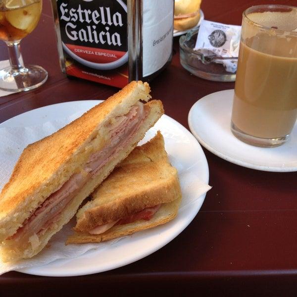 Foto tomada en Café Bar Arriate por Rocio el 6/2/2013