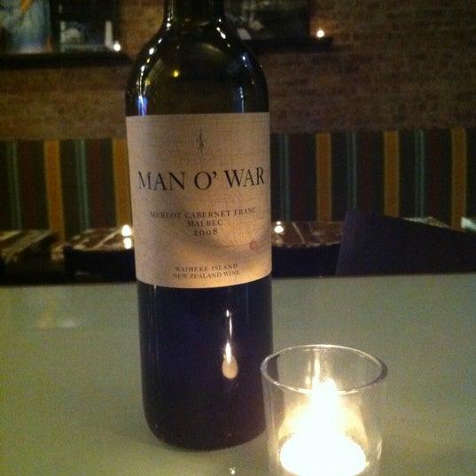 Foto tomada en Maslow 6 Wine Bar and Shop por Evan W. el 9/27/2012