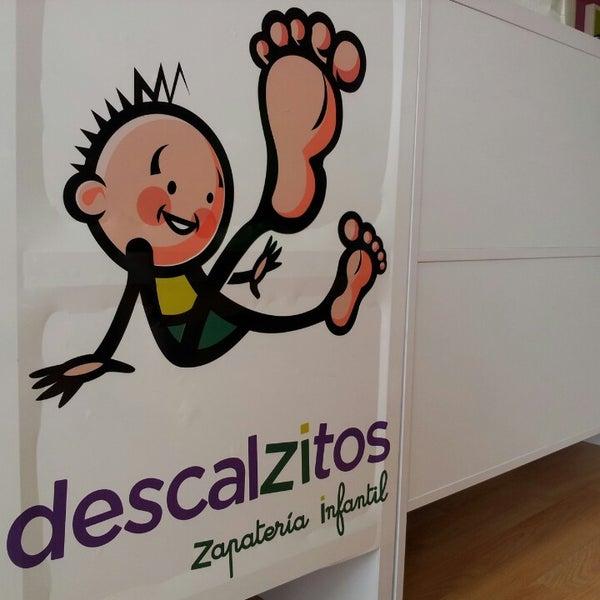 b9ea7c69c Foto tomada en Descalzitos Zapatería infantil y juvenil por Josema M. el  3 16