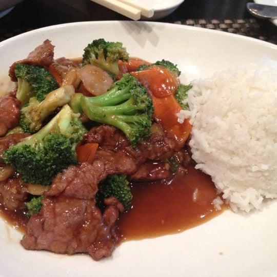 Foto scattata a Koi Fine Asian Cuisine & Lounge da Roman W. il 11/20/2012