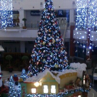 Снимок сделан в Floripa Shopping пользователем Moises S. 12/22/2012