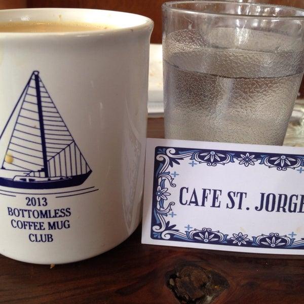 Das Foto wurde bei Cafe St. Jorge von Rosie F. am 7/20/2014 aufgenommen