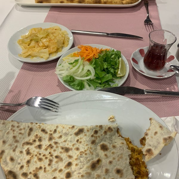 Снимок сделан в Tepe Restaurant пользователем Tuğçe Y. 3/10/2020