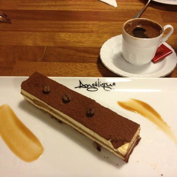 Foto tomada en Del Moon Coffee & Food & Hookah por Ebru A. el 4/5/2013