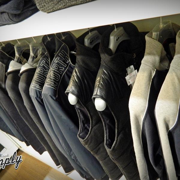 Foto scattata a Simply Clothing da Simply Clothing il 8/5/2014
