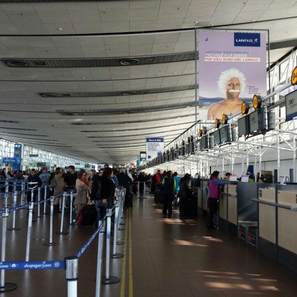 Foto tomada en Aeropuerto Internacional Comodoro Arturo Merino Benítez (SCL) por Tomás A. el 6/9/2013