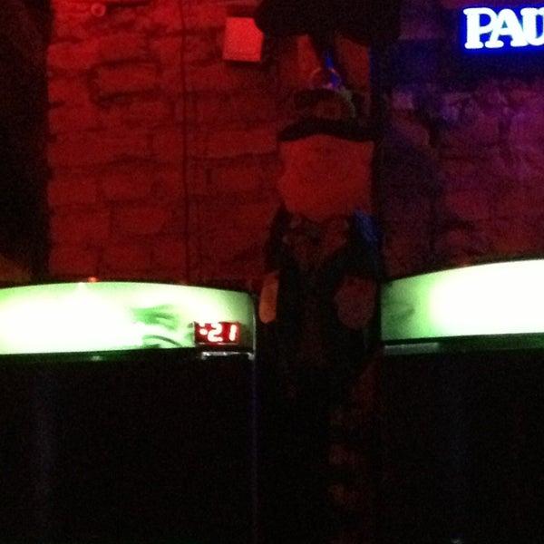 Foto tomada en Ozzie Pub por Duda S. el 3/17/2013