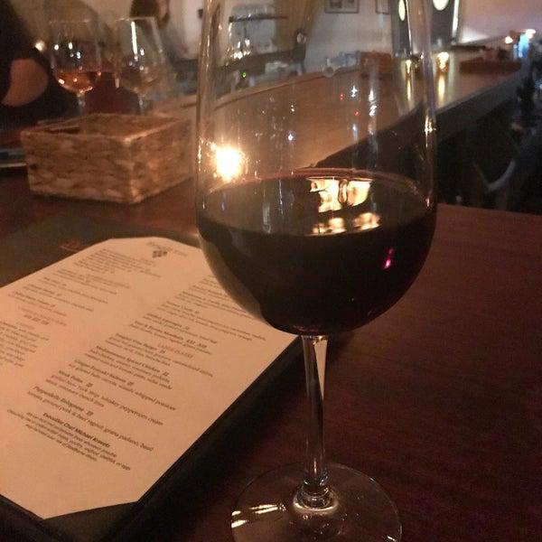 4/12/2018にLauren B.がThe Tangled Vine Wine Bar & Kitchenで撮った写真