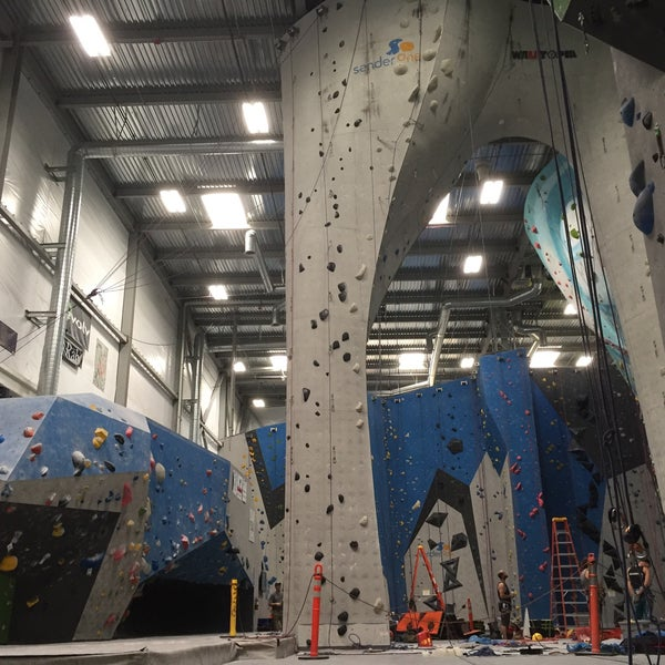 Foto tomada en Sender One Climbing, Yoga and Fitness por Ashley H. el 3/29/2017