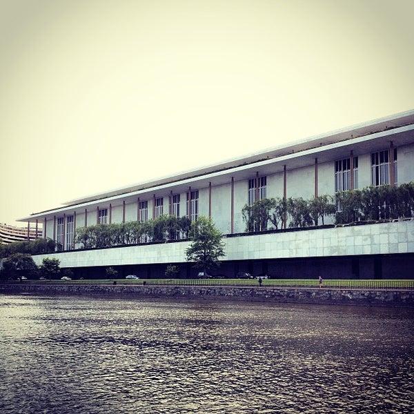 5/14/2013 tarihinde Brandon R.ziyaretçi tarafından The John F. Kennedy Center for the Performing Arts'de çekilen fotoğraf