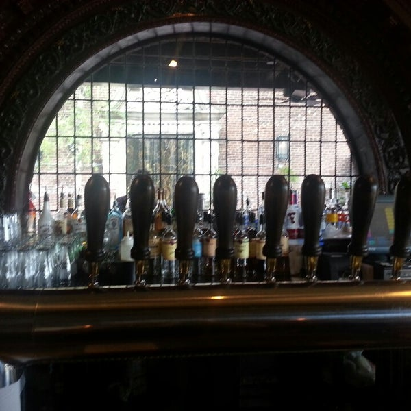 Das Foto wurde bei Square One Brewery & Distillery von S R. am 5/18/2013 aufgenommen