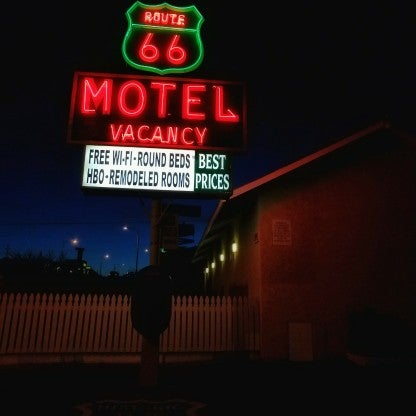 Foto diambil di Route 66 Motel oleh kat S. pada 3/4/2017