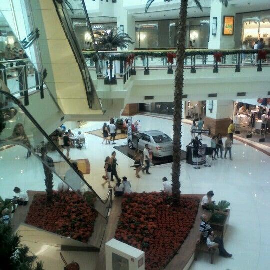 12/30/2012 tarihinde Erika R.ziyaretçi tarafından Shopping Iguatemi'de çekilen fotoğraf