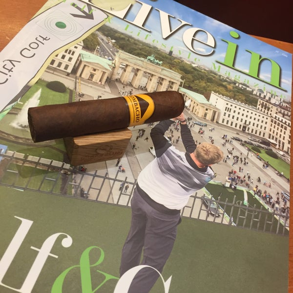 Photo prise au Cigars and Co par Fabrizio C. le9/23/2015