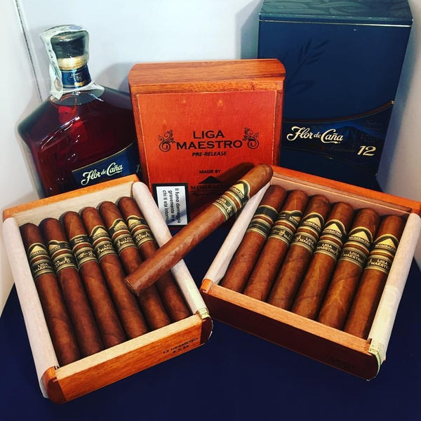 Photo prise au Cigars and Co par Fabrizio C. le3/23/2016