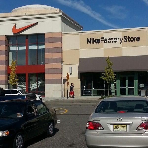 comerciante reposo Permanecer de pié  Nike Factory Store - Paramus, NJ